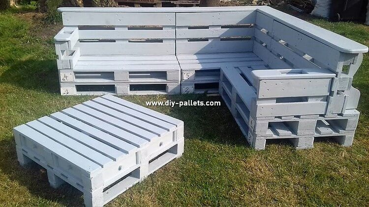 Wood Pallet Garden Couch and Table